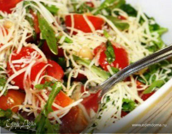 Салат с помидорами черри и пармезаном