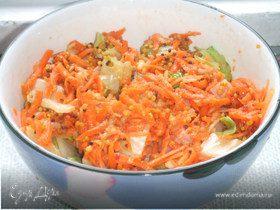 Витаминный салат из моркови и яблок