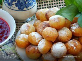 Пончики картофельные со смородиновым соусом
