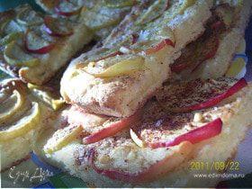 Яблочный пирог с корицей из творожного теста