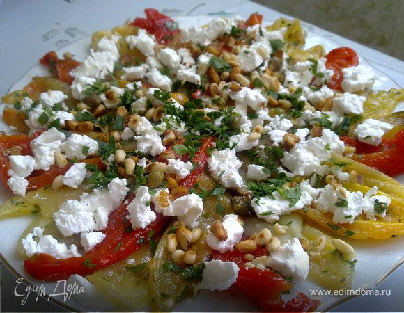 Салат из обожженных перцев с брынзой
