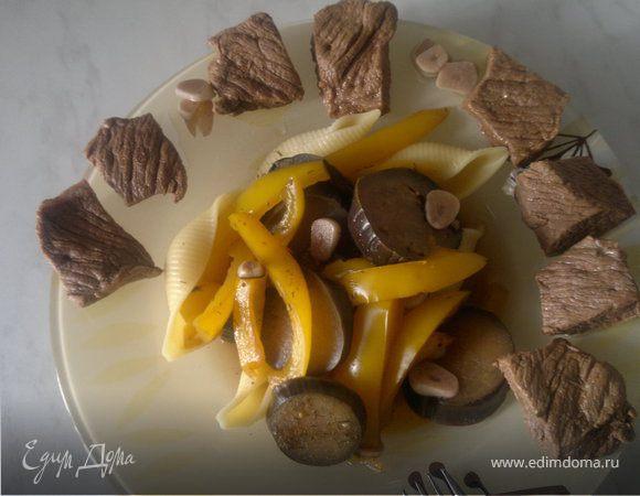 Говядина гарам массала + макароны с баклажаном и перцем