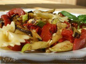 Салат с фарфалле и вялеными помидорами
