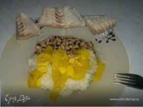 Отварная белая рыба + пюре из цветной капусты,тушеный перец и фасоль