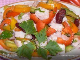 салат с фасолью и копченой курицей