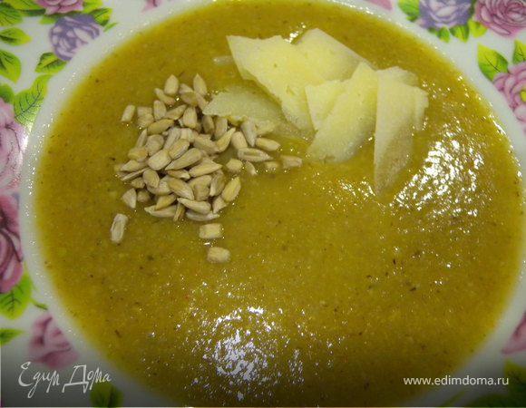Суп-пюре со сладким перцем, спаржевой фасолью и грибами