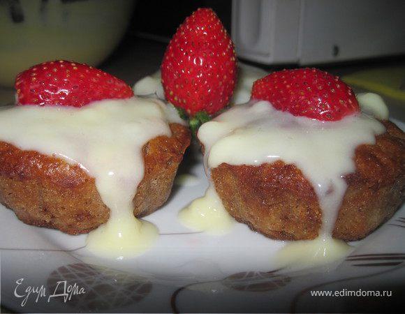 Яблочные маффины с корицей с ванильным соусом