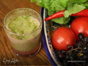 Виноградно-грушевый сок с сельдереем и листьями салата