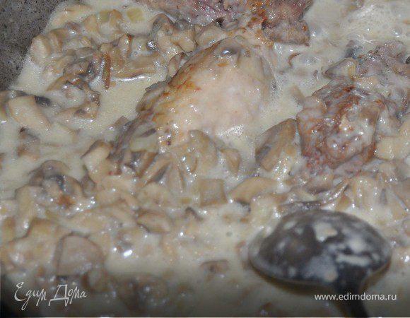 Мясные рулетики в грибном соусе