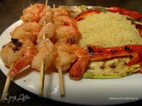 Креветки-гриль в маринаде тандоори с овощами-гриль и карри-кускусом