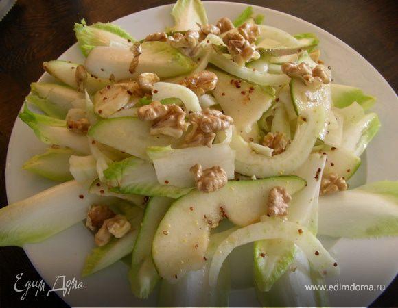 Легкий салат из фенхеля, груши и цикория