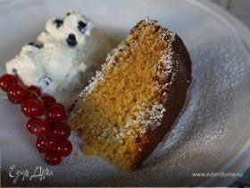 Кукурузный пирог со сливками и голубикой