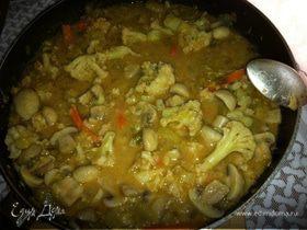 Грибы с овощами в арахисовом чили-соусе