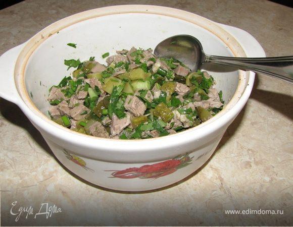 Мясной салат с корнишонами