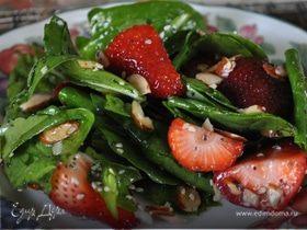 Шпинатный салат с клубникой