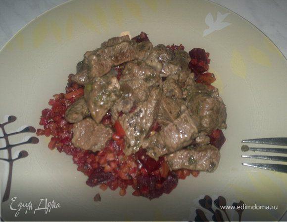 Свекольный гречотто с чесноком и имбирем и тушеная говядина с душицей