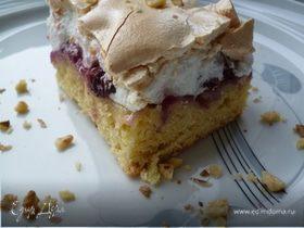 Пирог с вишнями и с меренгой.