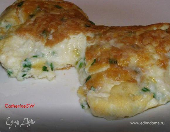 Пышный омлет-суфле с тремя видами сыра