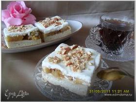 Пирожные с ревенем и яблоками