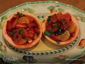 Цитрусовый салат с клубникой и гранатом