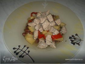 Бобовая похлебка со свиным окороком, сельдереем и сладким перцем