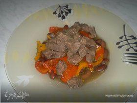 Похлебка из бобов со сладкими перцами и мясным бульоном на бальзамическом уксусе