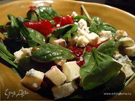 Салат со шпинатом и голубым сыром