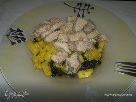 Бобовая похлебка с индейкой, ананасом и сельдереем