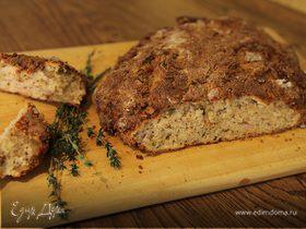 Домашний хлеб с пармезаном и тимьяном