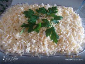 Сырный салат с белыми грибами и курицей