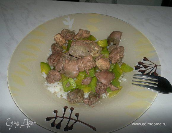 Куриная печень, грудка с кабачком, луком и белым рисом