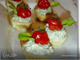 Закусочные тарталетки с рокфором и помидорами черри