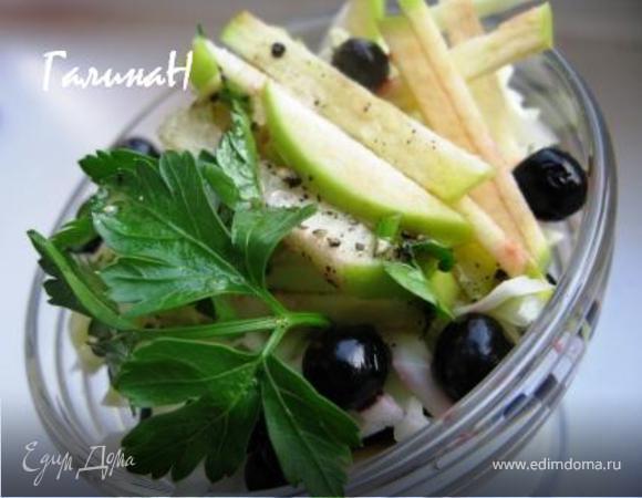 Салат с белокочанной капустой и черной смородиной