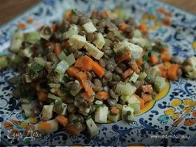 Салат из чечевицы с сельдереем и фетой