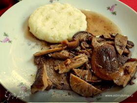 Стейк в соусе из грибов шиитаке