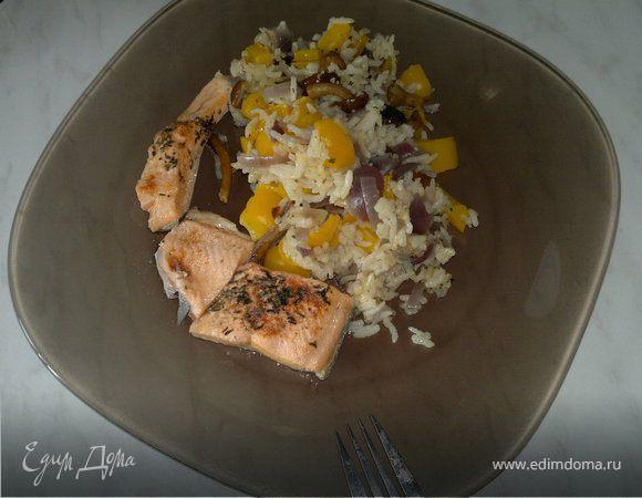 Рис с грибами и овощами, карельская форель с паприкой