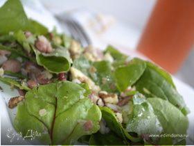 Салат из свежих листьев мангольда и шпината с фасолью