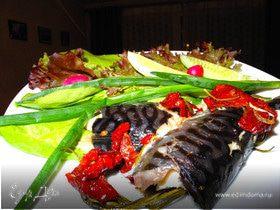 Гастроподарки. Запеченная скумбрия с вялеными помидорами и розмарином