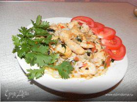 Курица, тушеная с рисом и овощами