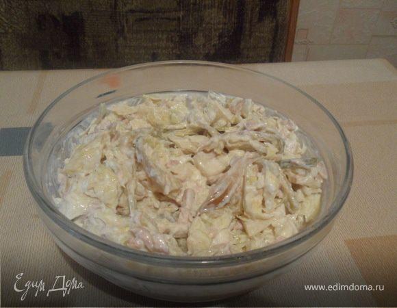 Салат с капустой и печенью трески