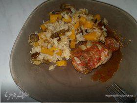 Индюшачьи бедра с томатами и чесноком, рис с тыквой и опятами