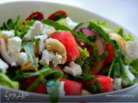 Салат с арбузом, брынзой и кешью