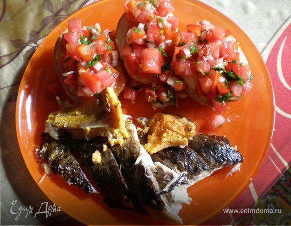 Рыба запеченная, картошечка и соус сальса