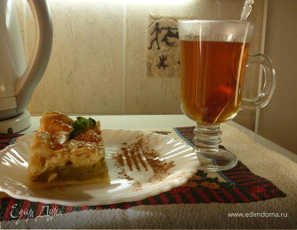 слоеный пирог с ревенем и тмином