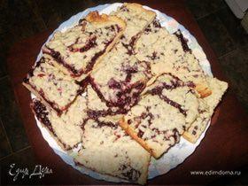 Тертый пирог с черносмородиновым джемом