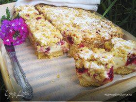 Пирог с малиной под белковым пудингом