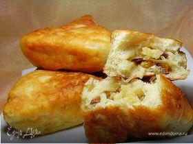 Пирожки с яблоками и изюмом на сковороде