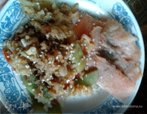 """Семга на """"подушке"""" из риса и овощей"""