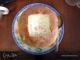 Крем-суп из морепродуктов в хлебе