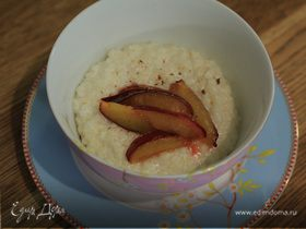 Рисовая каша со сливами и мускатным орехом